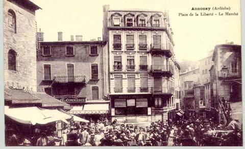 Place de la Liberté, le marché (1) : Autour de l'église Notre-Dame