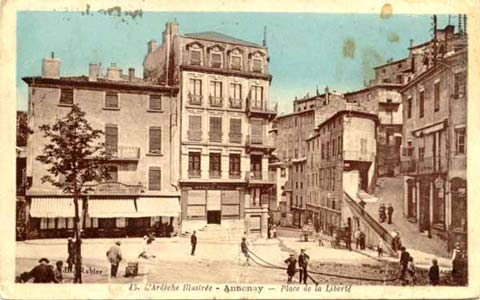 Place de la Liberté, montée du Château (2)
