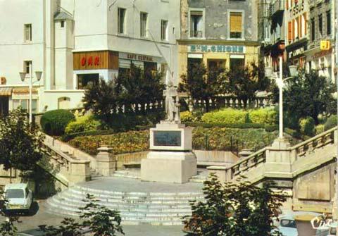Statue Marc Seguin (8) : Seconde statue en pierre, de François Clémencin - AVEC LA GRACIEUSE AUTORISATION DE GROUPE EDITOR -