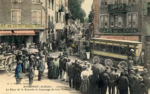 Place de la Rotonde, train Renard